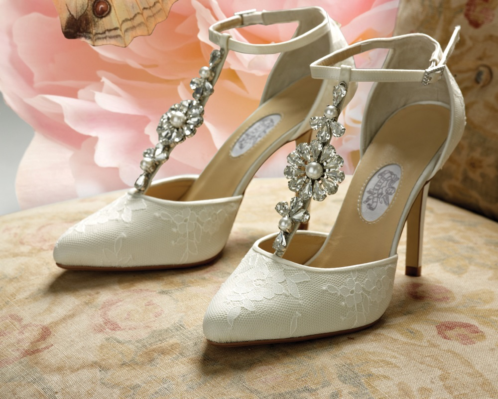 a4cf4ca4a6e 10 Best Bridal Shoes Reviewed   Rated for 2019