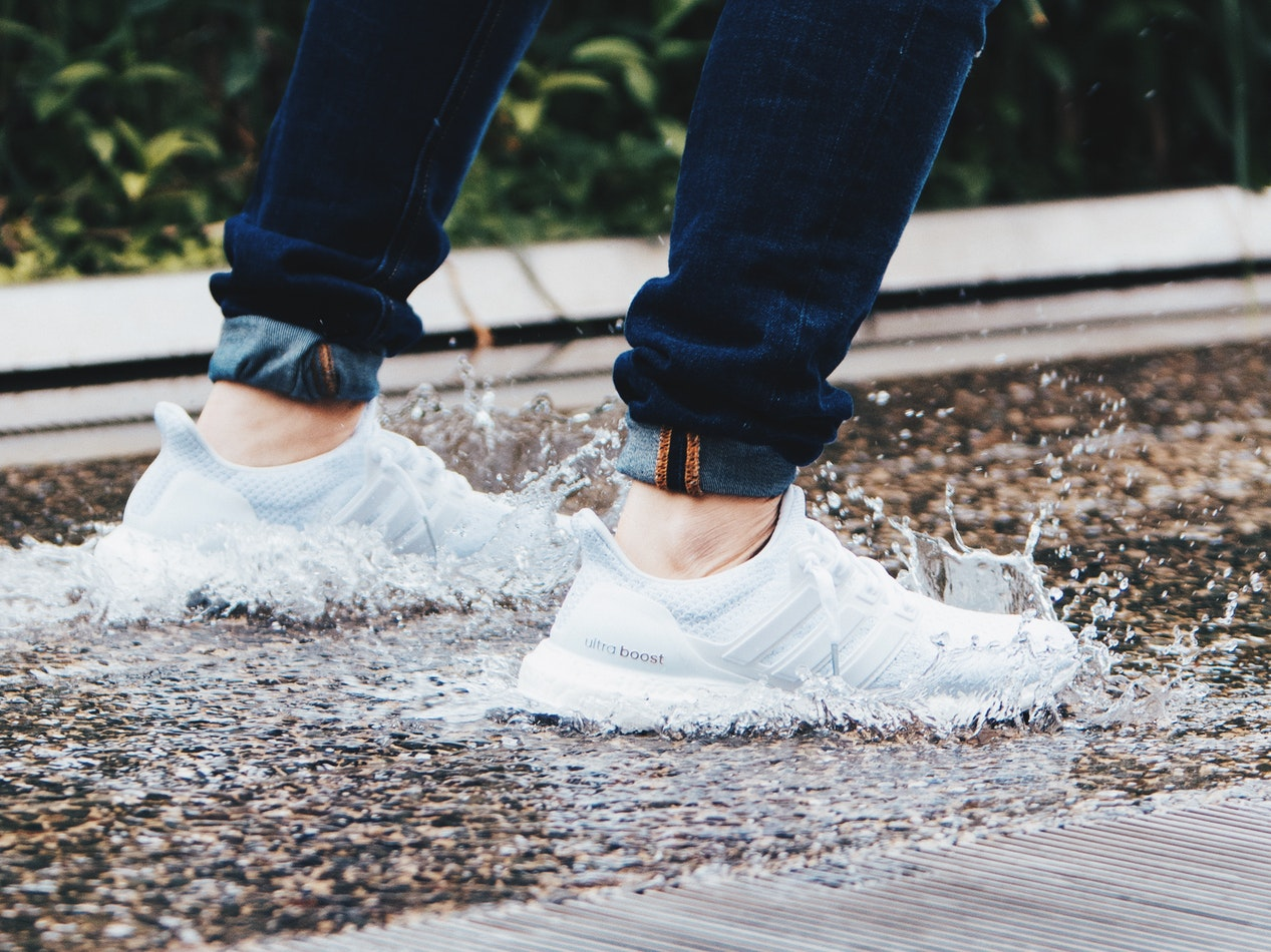 1b37ff9f6b6 10 Best Shoes for Rain Reviewed   Rated in 2019
