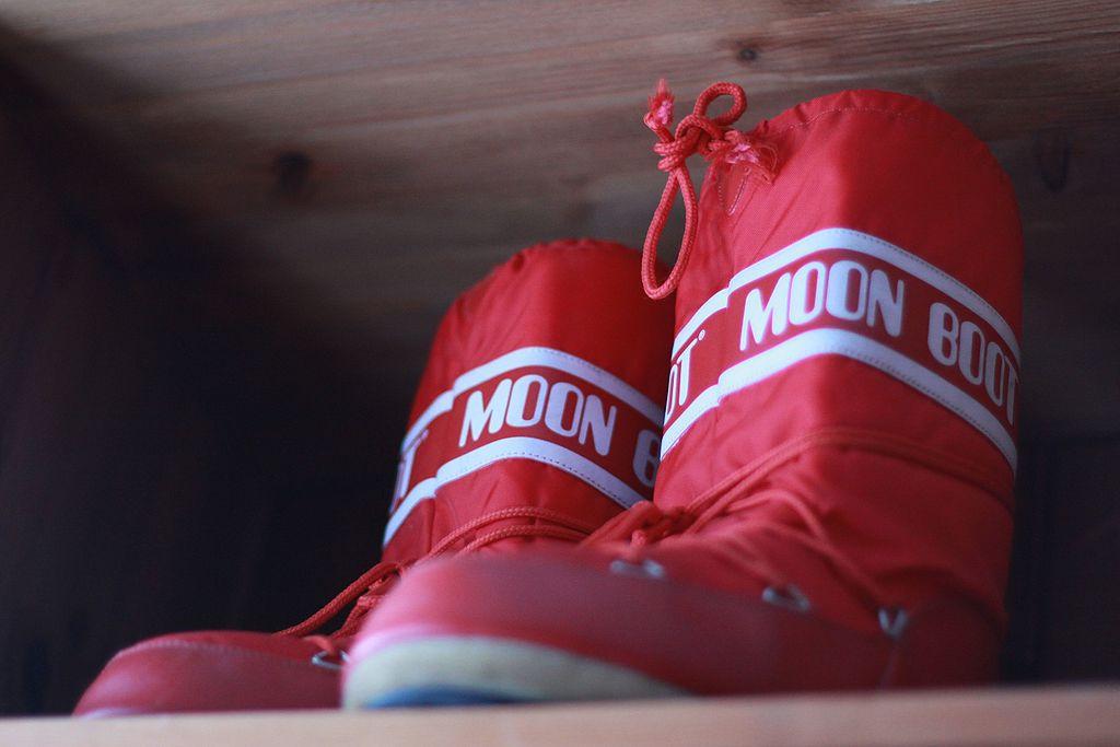 the best attitude e5a72 cdea4 10 Best Snow Moon Boots | Moon Boots Reviews | WalkJogRun