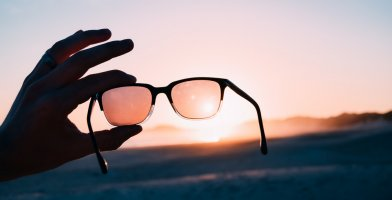 a detailed review and a buying guide of sunglasses for runners