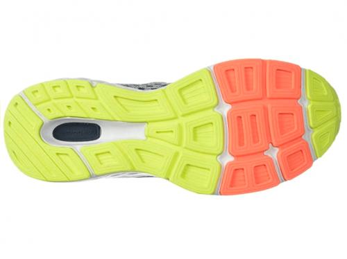 New Balance Women's 680v6 sole