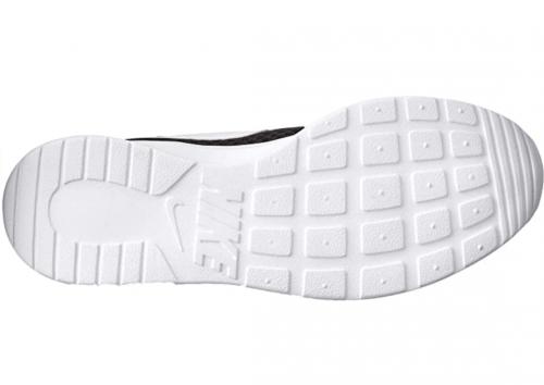 NIKE Men's Tanjun Sneakers sole