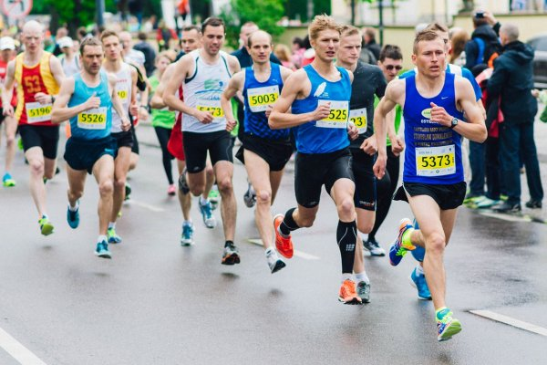 a selection of the best marathon running shoes